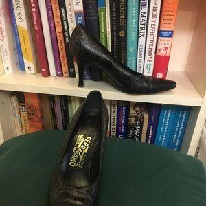 Ferragamo logo grey on black leather heels